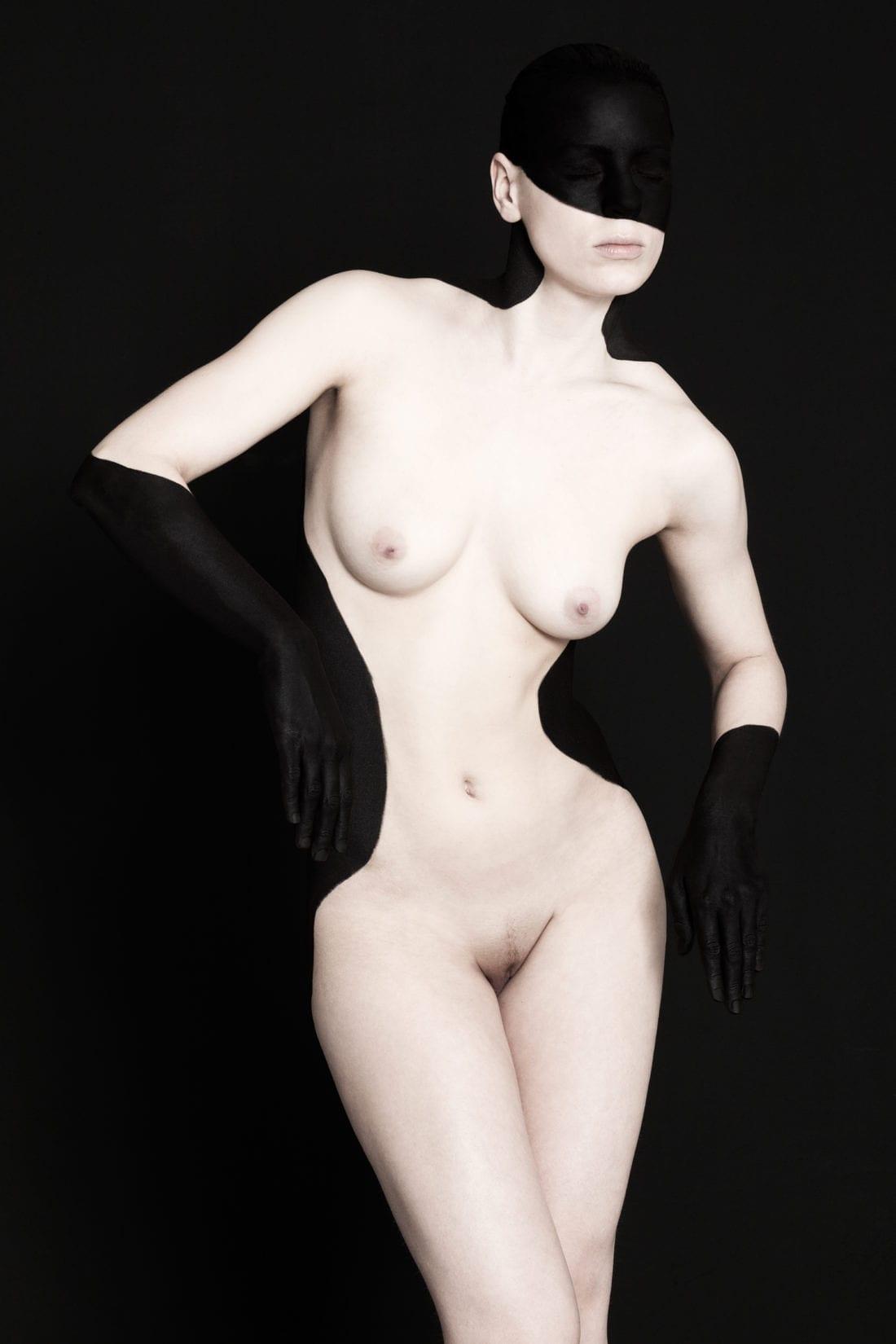 Black on Black - Free Work - Nudes© brenda de vries