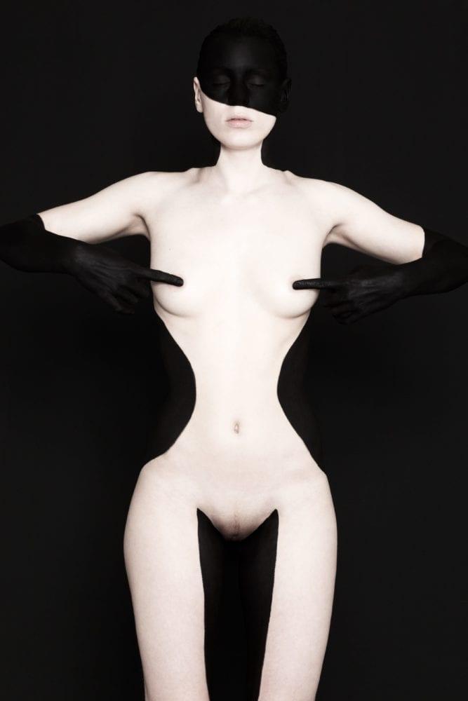 Black on Black - Free Work - Nudes © brenda de vries